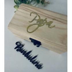 Caja de madera con palabra o nombre