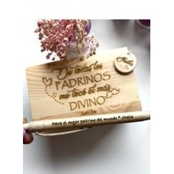 Caja de madera con llavero y boli personalizado